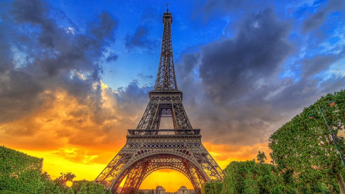 Eiffelova veža v lete